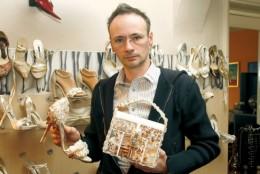 Sandalele cu 200 de cristale Swarovski