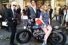 Plimbare pe 2 roti marca Chanel