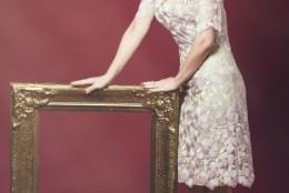 Eleganta si rafinament de Sarbatori: magia rochiei care confera serii aura nobletii
