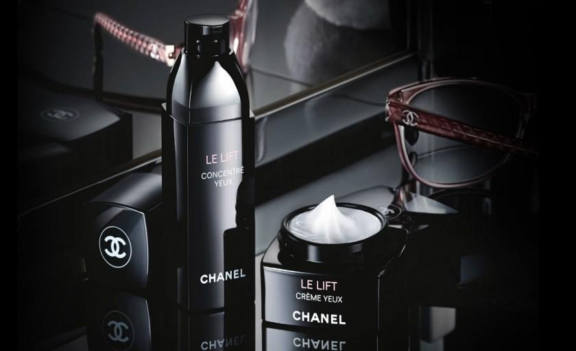 LE LIFT Eye Concentrate si Recontouring Massage Mask (Chanel): un ritual cosmetic de exceptie pentru redarea fermitatii si densitatii tenului