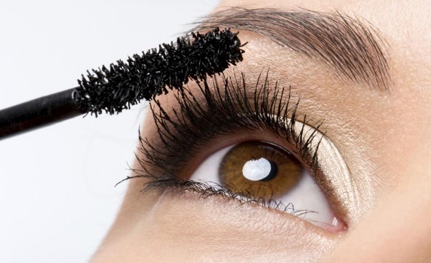 Cum sa alegi mascara perfecta pentru genele tale