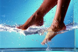Akileine Blue: gama dermatocosmetica pentru picioare ce se lasa indelung admirate