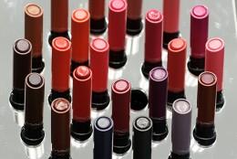 Intensitate, claritate a culorii si rezistenta fara precedent: noua colectie de rujuri MAC Liptensity