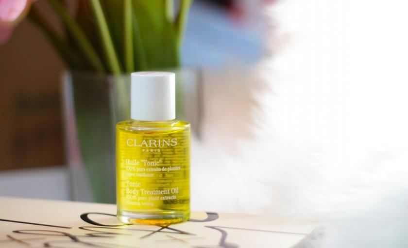 Uleiul super tonifiant Clarins, produsul iconic care sustine cercetarea si tratarea artritei