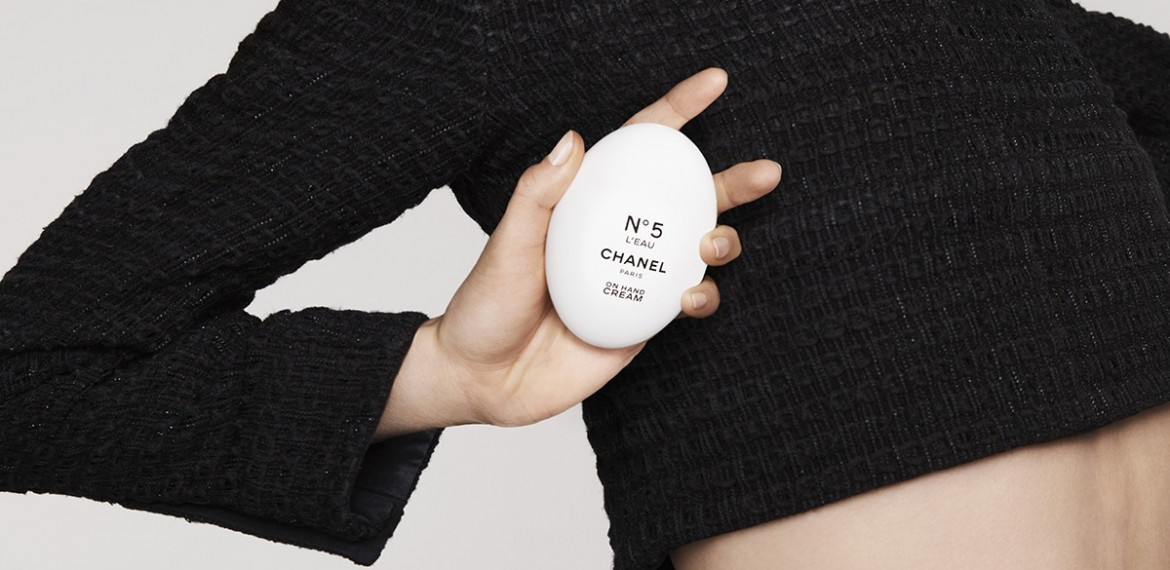 Doua noi gestualitati cosmetice si o confesiune olfactiva cuceritoare: Chanel  N°5 L'EAU On Hand Cream si All-Over Spray