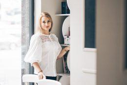Secrete de frumusete direct din laborator si o lectie de cosmetica aplicata cu Daniela Mincu, fondatoarea Cremeria