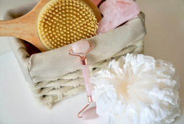 Cosmetica la domiciliu: cele mai simple si eficiente secrete de ingrijire pe care le-am cultivat de-a lungul timpului si care au drept numitor comun masajul