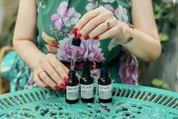 Cosmetica minimalista: serurile tratament bazate pe ingrediente esentiale Revox