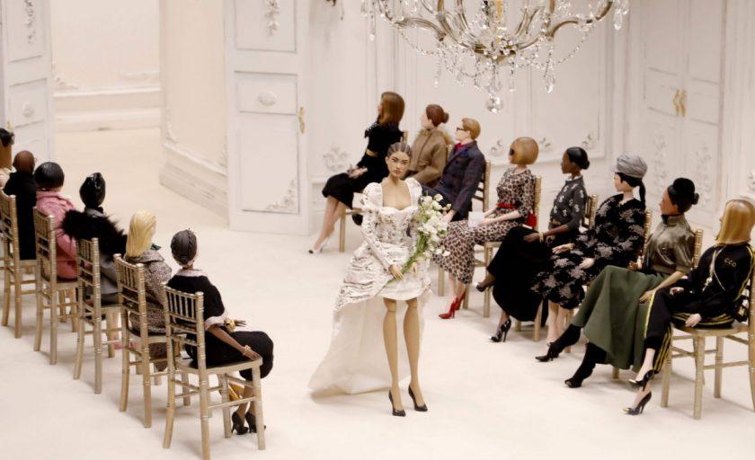 Raspunsul modei in vreme de criza: Moschino si fashion show-ul primavara-vara 2021, inspirat de Théâtre de la Mode